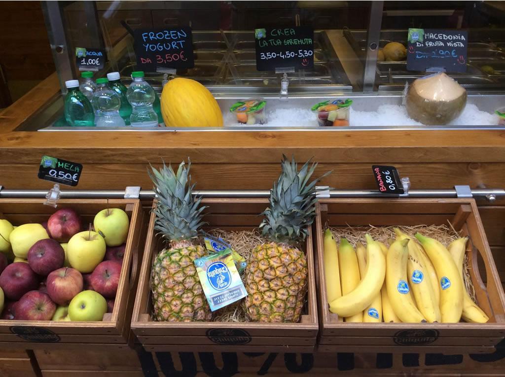 Chiquita fruit bar Vomero