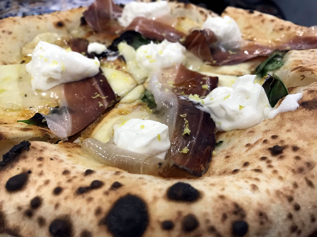 Giuseppe Pignalosa e le sue pizze ad alta digeribilità: Pizzeria le parulè Pizzeria Pignalosa