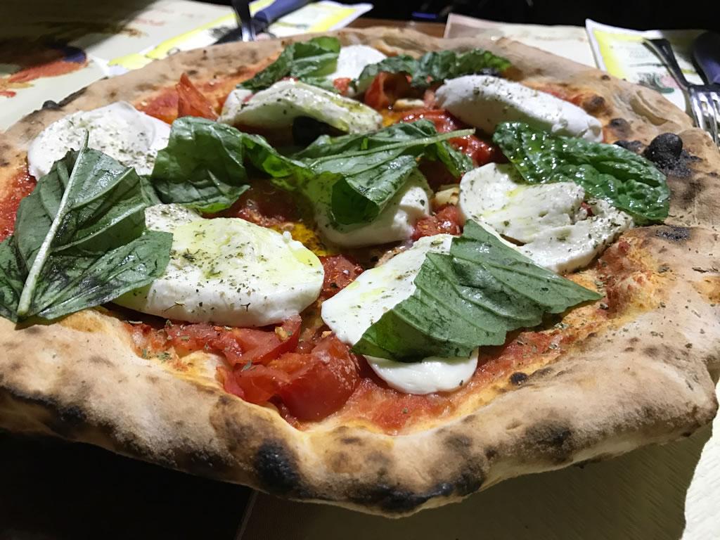 Pollo allo spiedo e pizza ischitana: Antico Girrarosto Ischitano