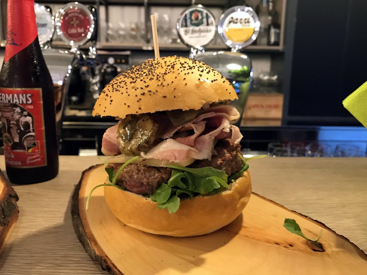 Accoglienza e cortesia all'insegna dei panini gourmet: Salotto Fame