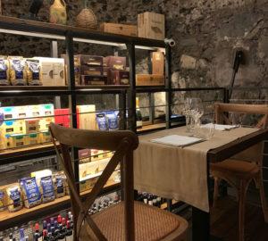 Mercato Pompeiano: locale suggestivo in pietra vesuviana e dalle eccellenze Made in Italy