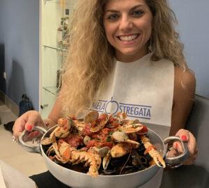 La Mela stregata: Emozioni a Napoli con la zuppa di cozze