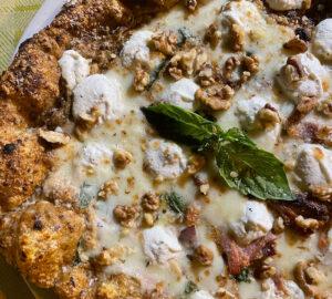 Napul'è di Falanga Carmine a Lacco Ameno: pizza fragrante e morbida con un'asso nella manica